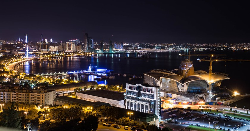 Night panoramic view of the city | © Damian Pankowiec/Shutterstock