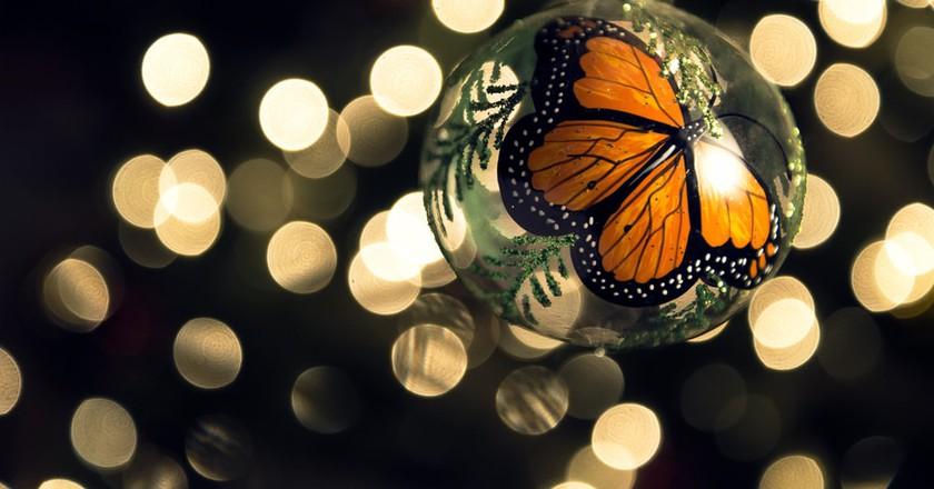 Monarch Butterfly Christmas Ball (made in Tlalpujahua, México)   © Axel Alvarado/Shutterstock