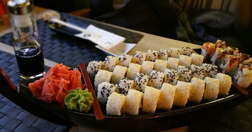 A street sushi boat | © Pxhere