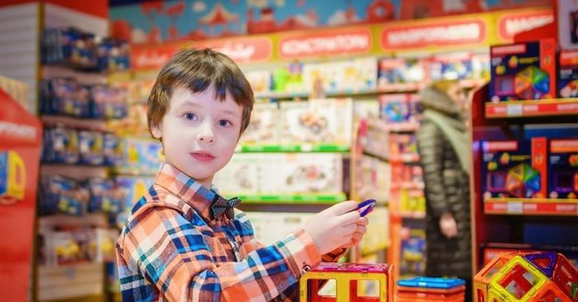 A kid in a toy store   ©vborodinova / Pixabay