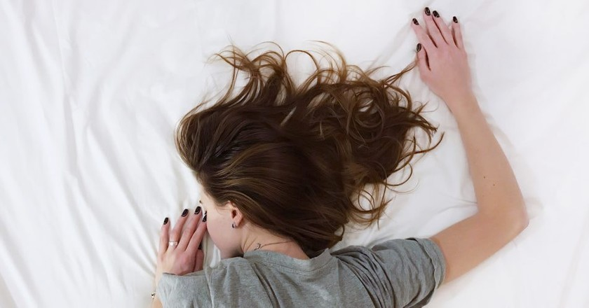 Woman lying in bed | © Vladislav Muslakov / Unsplash