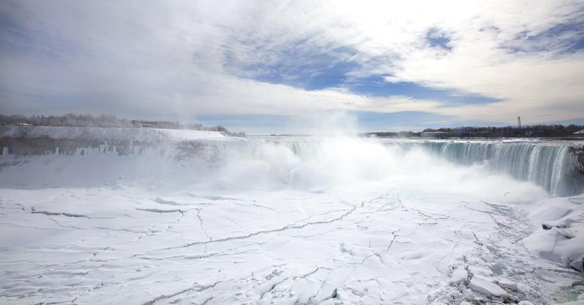 Frozen Niagara Falls in 2015 | © OTMPC