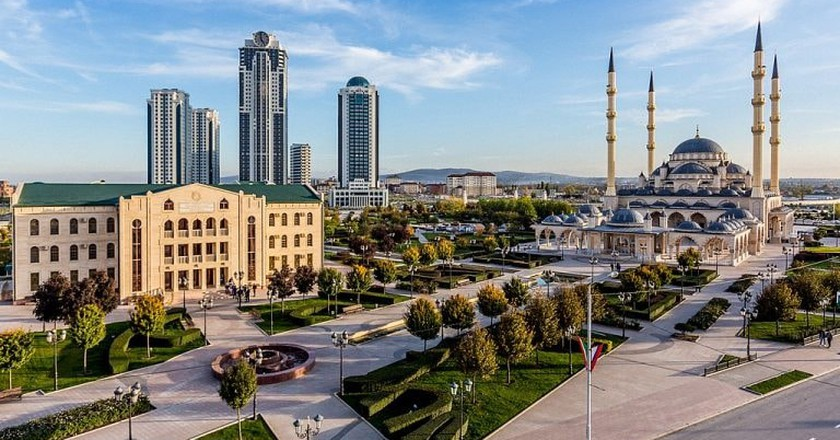 Heart of Chechnya - Akhmad Kadyrov Mosque | © Rasul70/ Wikimedia Commons