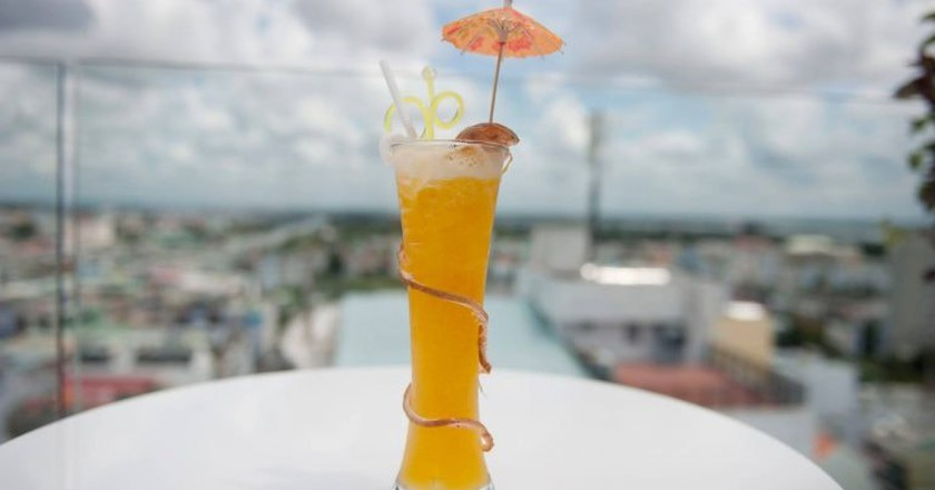 A fruity cocktail from the Mekong | © Holiday One Skybar/Facebook