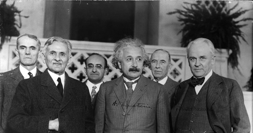 Einstein with other physicists | © Smithsonian Institution / WikiCommons