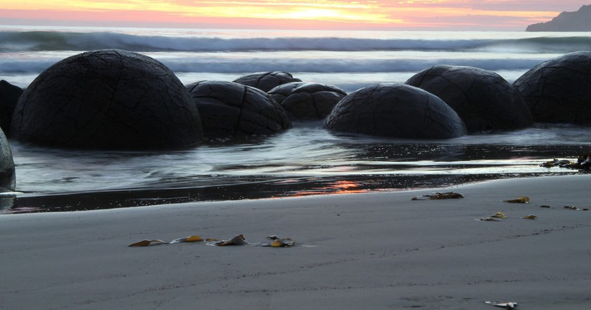 Moeraki Boulders at dawn | © Graeme Scott/Flickr