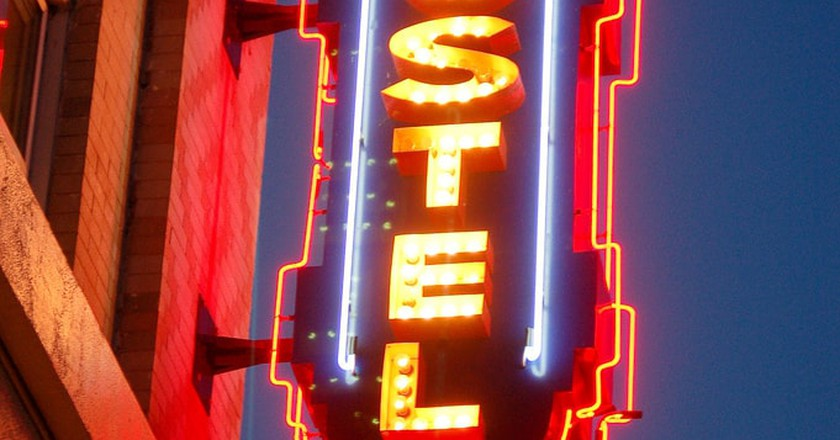 Hostel sign   © Timothy Tolle / Flickr