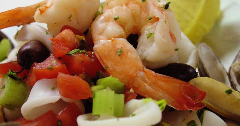A colourful seafood salad | © Larry Hoffman / Flickr