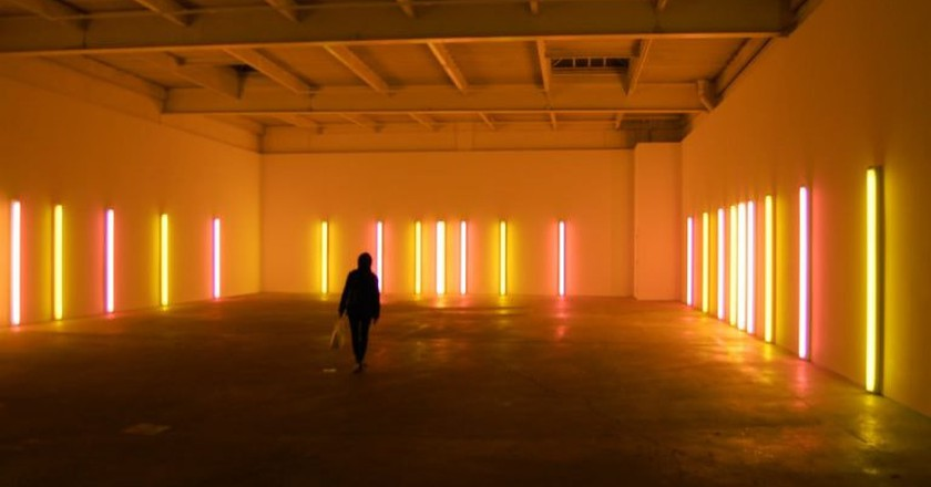 """Dan Flavin, alternating pink and """"gold"""" [installation view], 1967 at David Zwirner 