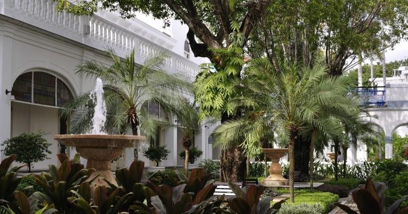 Majapahit Hotel, a historical landmark in Surabaya | © Johan Wieland / Flickr