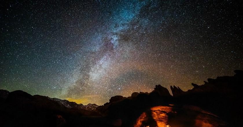 Campfire stories | ©  Robson Hatsukami Morgan / Unsplash