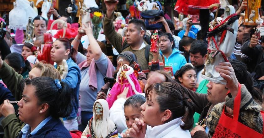 Santa Muerte devotees in Tepito | © Thelmadatter / WikiCommons