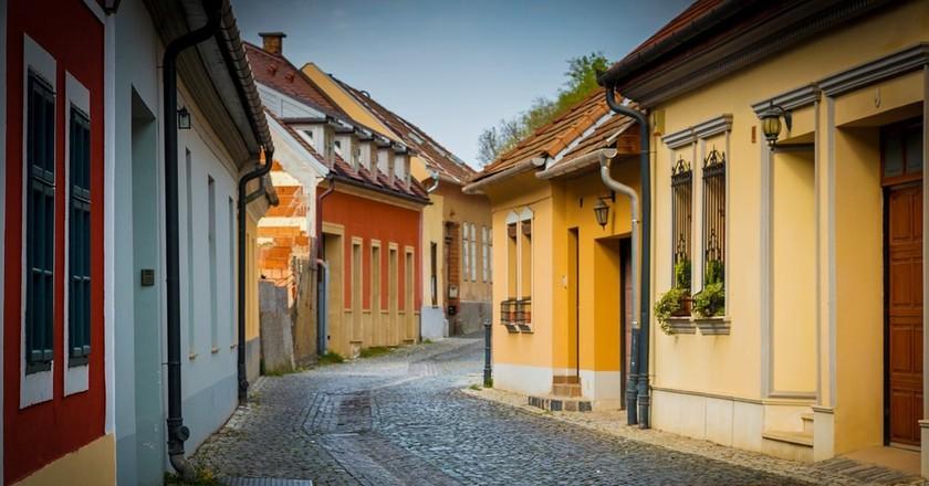 A quiet street in Esztergom, Hungary   © Pixabay