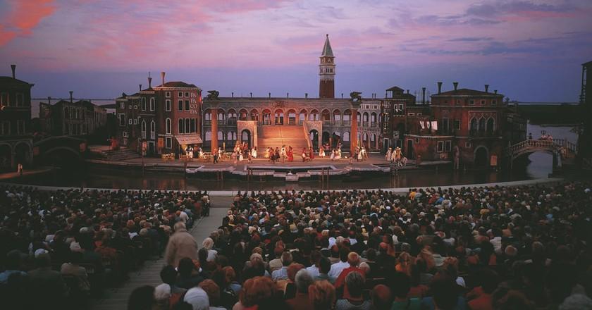 Theatre at dusk | © Austrian Tourist Board