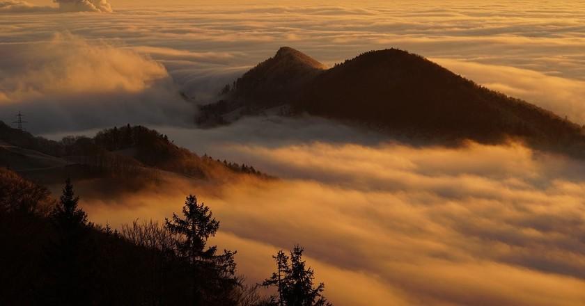 Legend has it that a monster lurks in Switzerland's idyllic Alps | © Hans / Pixabay