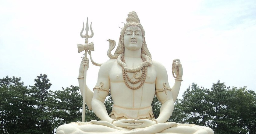 Statue of Lord Shiva at Kachnar City, Jabalpur, Madhya Pradesh | © Shivam S/Wiki Commons