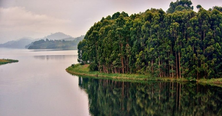 Reflections to Lake Bunyoni | © Rod Waddington / WikiCommons