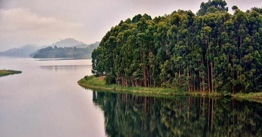Reflections to Lake Bunyoni | © Rod Waddington / WikiCommons