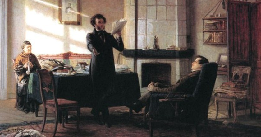 Pushkin sharing his work | © WikiCommons