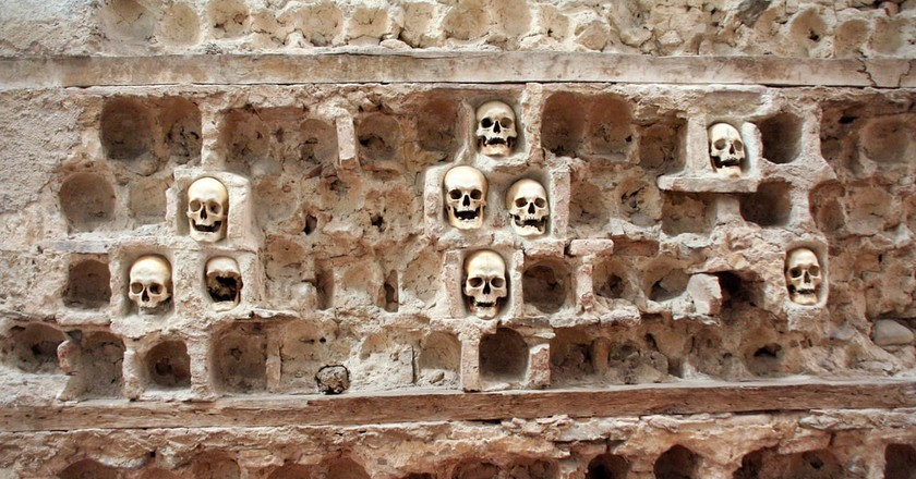 The grisly Skull Tower in Niš | © asiana/shutterstock