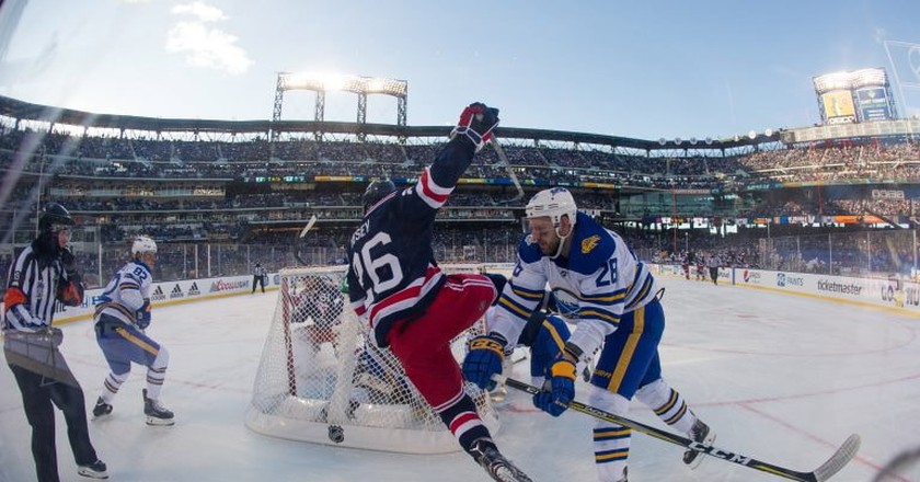 2018 Winter Classic in NYC | © Kostas Lymperopoulos/CSM/REX/Shutterstock