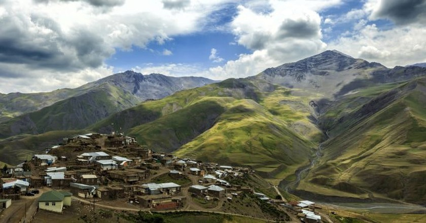 Breathtaking view of the mountain village of Xinaliq | © Dmitry Ryabchenko/Shutterstock