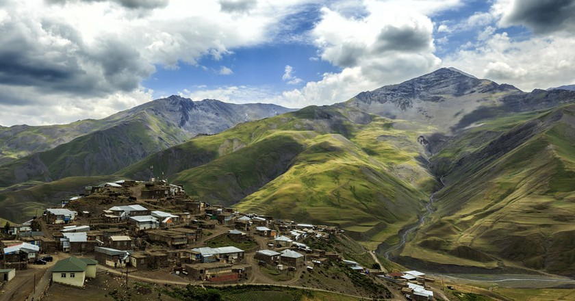 Breathtaking view of the mountain village of Xinaliq   © Dmitry Ryabchenko/Shutterstock