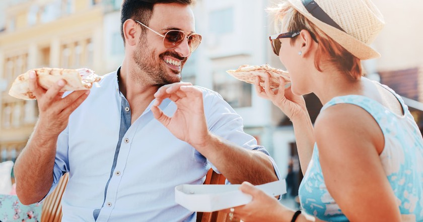 A few slices of real Italian pizza and you'll be acting like a local in no time | © Bobex-73/Shutterstock