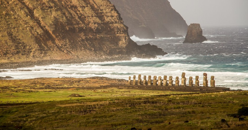 Easter Island, Chile | @ Oriol Querol/Shutterstock