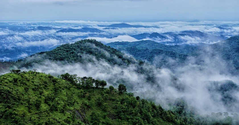 The Blue Mountains as seen from a viewpoint in Wayanad | © indiYatrik / Instagram