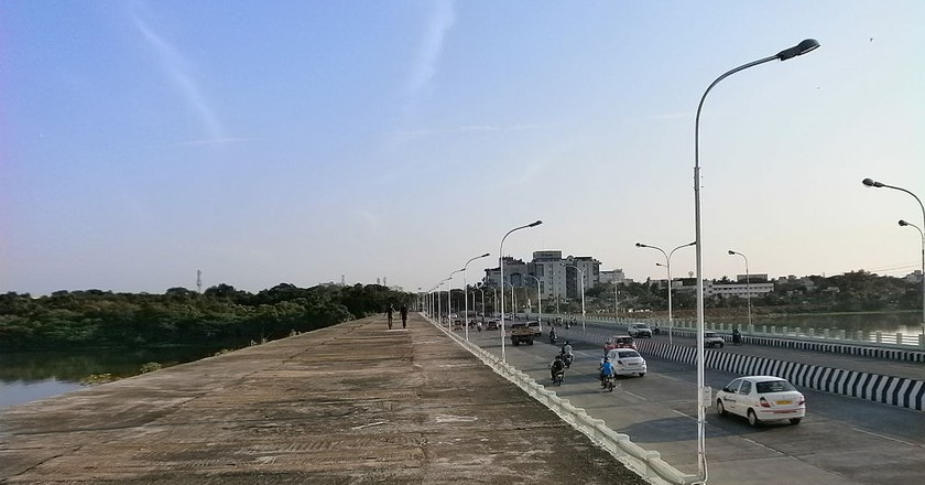 The Thiru Vi Ka Bridge in Adyar is favourite among cyclists for its spectacular view of the Adyar Estuary   © Destination8infinity/Wiki Commons