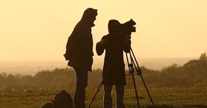 Film crew at sunset | © Till Krech / WikiCommons