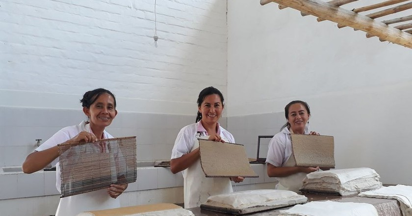 The Art Behind Barichara's All-Female Artisanal Paper Making
