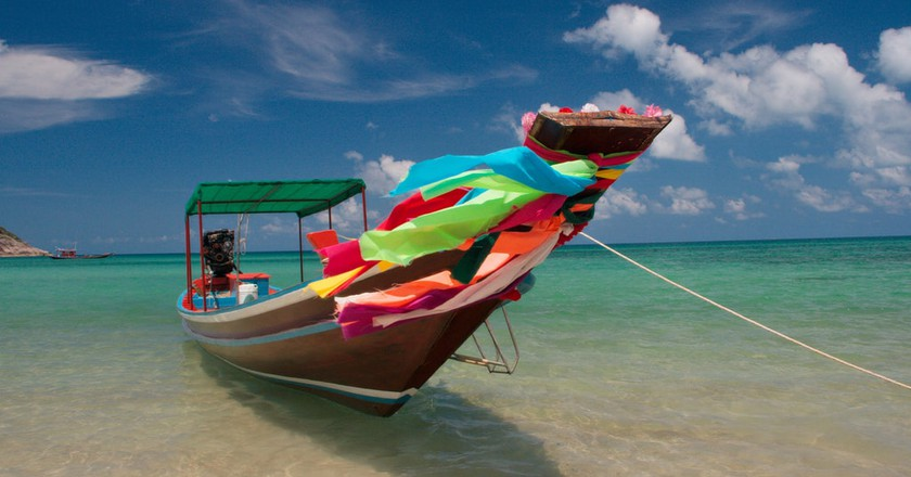 A colourfully kitted-out longtail boat on a Thai beach | © Christian Haugen / Flickr