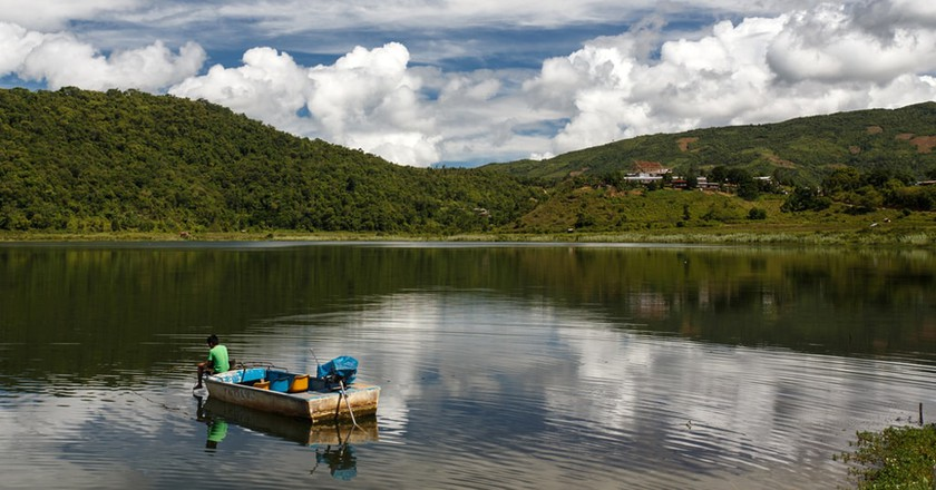A lone boat on Rih Lake in Chin State, Myanmar | © Sam DCruz / Shutterstock