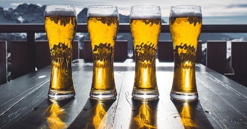 Beer in pint glasses | © Pixabay