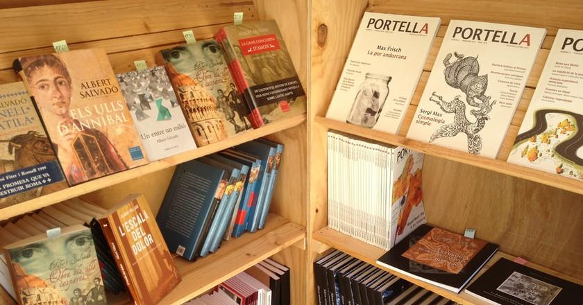 Book stand at Catalan Book Week | ©publicacions.cultura / Flickr