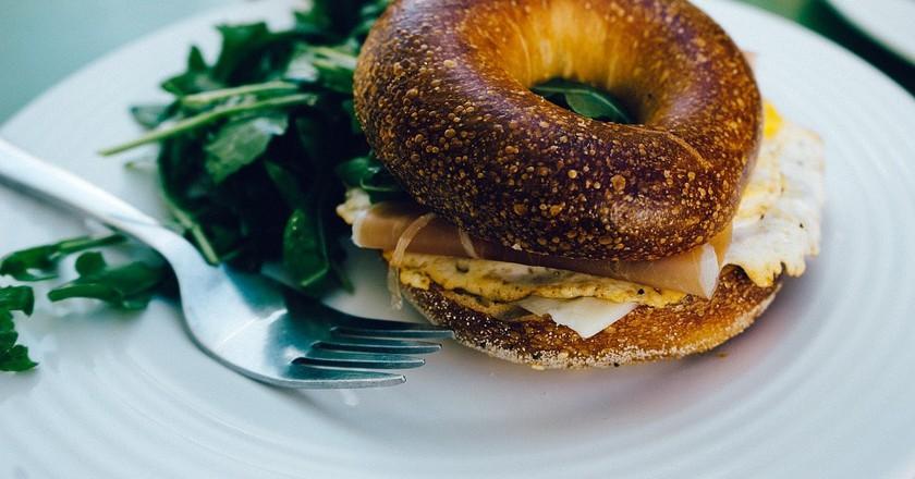 Breakfast Bagel | © JayMantri / Pixabay