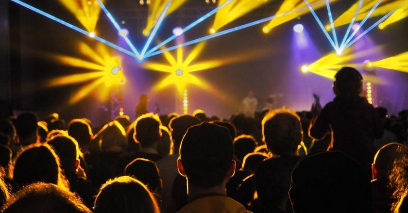 Bright lights in a club   © johnkell / Flickr