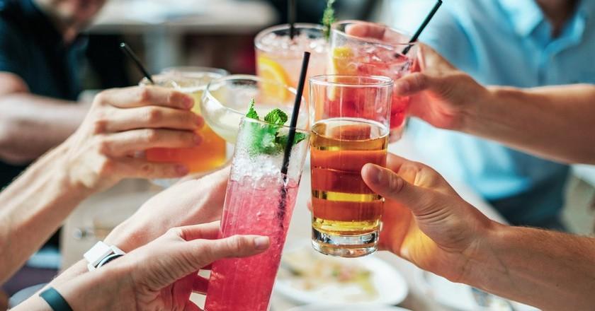 Social drinking   Public Domain \ Pixabay