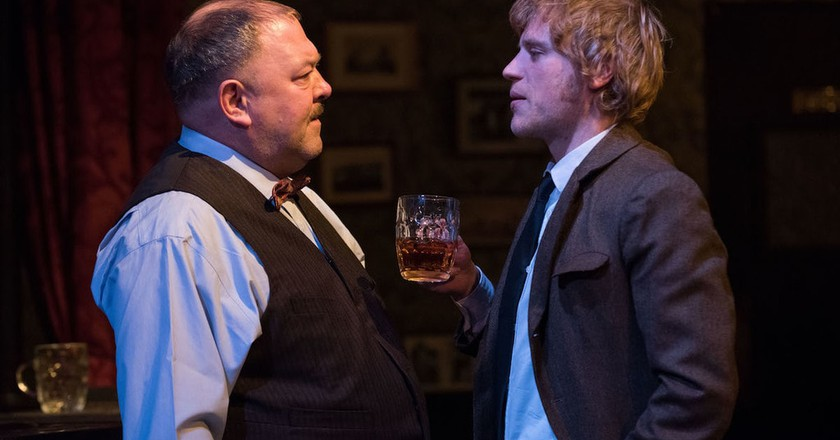 Mark Addy and Johnny Flynn in 'Hangmen' | © Ahron R. Foster