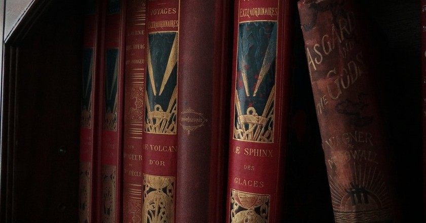 Marvel at hundreds of books at the Zurich antiquarian book fair