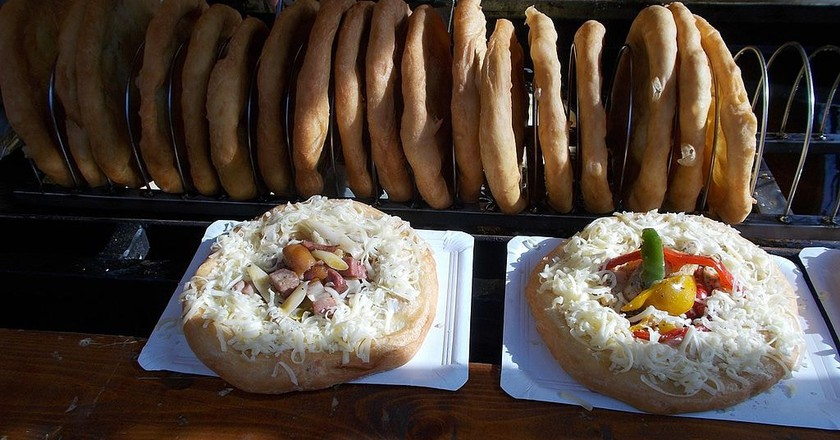 Hungarian lángos at a food festival   © Globetrotter19, Wikimedia Commons