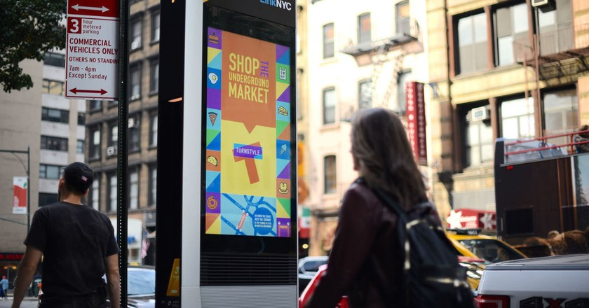 LinkNYC kiosks are funded by advertising | © LinkNYC