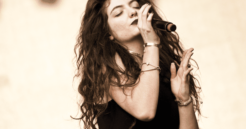Lorde performing at Lollapalooza Chile in 2014 | © Cancha General/WikiCommons