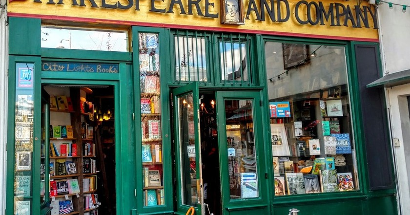The iconic bookstore, Shakespeare and Company in Paris   © stmaciorowski/Pixabay