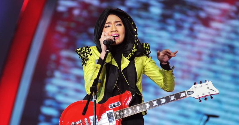Yuna performing during Anugerah Juara Lagu in 2012  | © Rei and Motion Studio / Shutterstock
