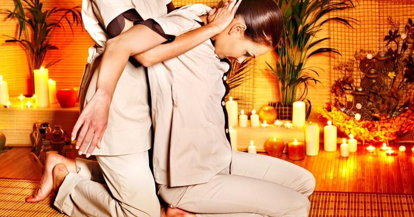 Stretches during a Thai massage | © Poznyakov / Shutterstock