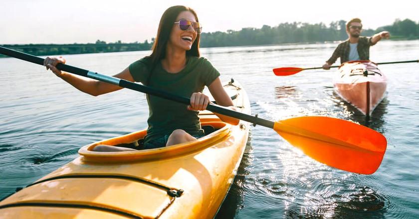 Kayaking| ©g-stockstudio/ Shutterstock