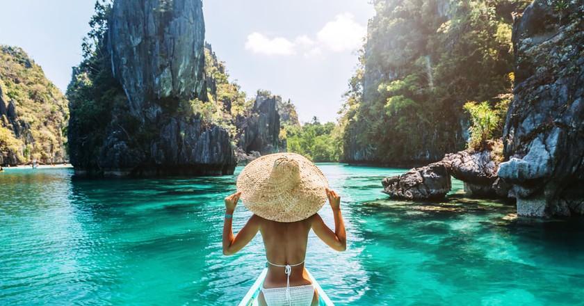 Woman on a tour in Palawan, Philippines | © Alena Ozerova/Shutterstock